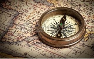 מפה-מצפן-עתיק-ישן-בציר-תמונת-סטוק_csp9933826