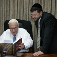 Chaim Walder (right) and Ariel Sharon (left), Israel's Prime Minister